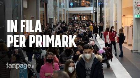 """Roma, lunghe file da Primark: """"Paura del Covid-19? Vince lo shopping"""""""