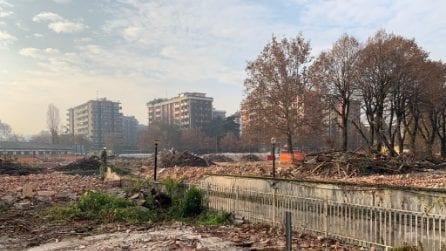 """Milano, abbattute le scuderie dell'ex Trotto di San Siro: """"Un gesto ignobile"""""""