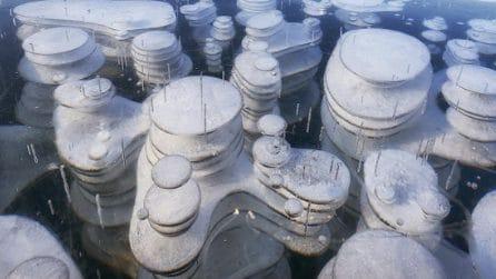 Nel lago più profondo e antico del mondo si formano queste strane bolle