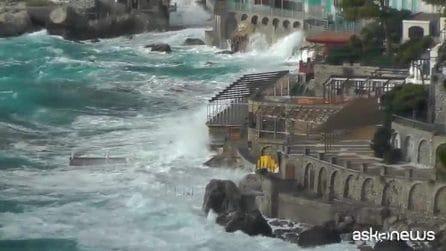 Spettacolare mareggiata su Capri: onde alte e raffiche di scirocco