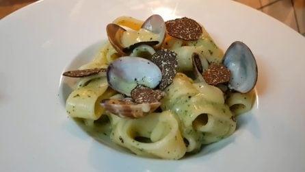 Calamarata con vongole e patate: la ricetta del primo piatto cremoso e saporito