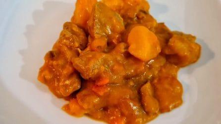 Spezzatino di vitello con patate: la ricetta del secondo piatto davvero saporito