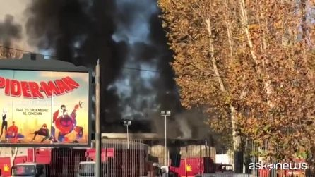 """Incendio Tmb Salaria. i residenti: """"L'aria è irrespirabile"""""""