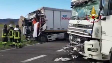 Vicenza, muore un autista dopo un brutto incidente: le immagini impressionanti
