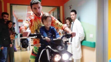 I bikers invadono l'ospedale S. Carlo di Milano per regalare un sorriso ai bambini ricoverati