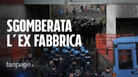 Roma, sgomberato all'alba il ghetto dell'ex Penicillina: centinaia di persone in mezzo a una strada