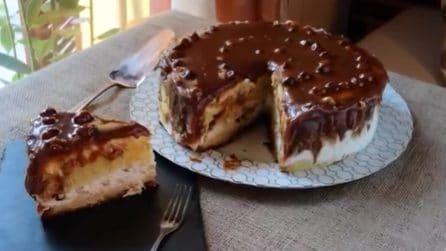 Torta pandoro, panna e caramello: soffice e deliziosa