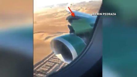 Dopo il decollo si stacca la copertura del motore: panico in volo