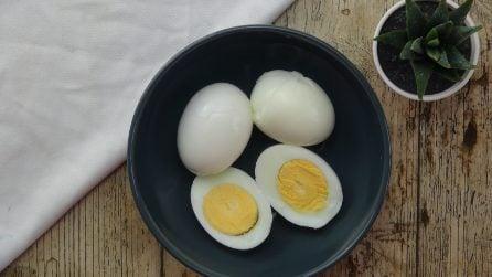 Come rimuovere facilmente il guscio dall'uovo sodo
