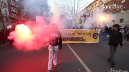 Milano, 20mila studenti in piazza per dire 'no' al decreto Sicurezza