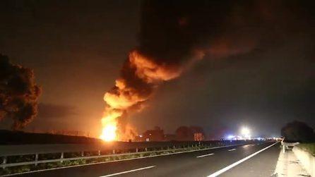 Roma, oleodotto di Maccarese in fiamme: chiuse strade e autostrade