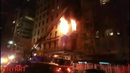 New York, in fiamme appartamento da 50 milioni di dollari sulla Fifth Avenue