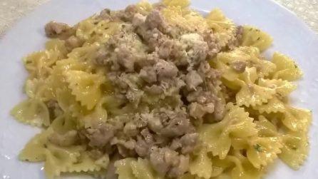 Farfalle con salsiccia: un primo piatto saporito e pronto in pochi minuti