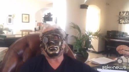 """Beppe Grillo indossa una maschera di ferro: """"Non capiremo chi siamo e cosa facciamo"""""""