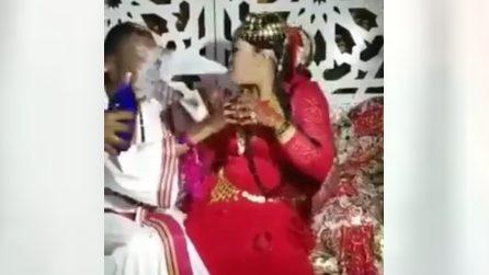 La sposa gioca un brutto scherzo allo sposo, il matrimonio diventa indimenticabile