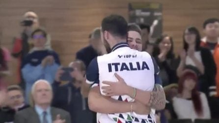 Mani sul volto per la gioia: gli italiani battono gli USa e sono campioni del mondo di bowling