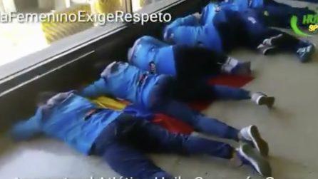 """La squadra femminile vince la Copa Libertadores: come """"premio"""" le calciatrici dormono in aeroporto"""