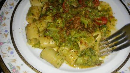 Mezzi paccheri con broccoli e pomodorini gratinati: una bontà unica