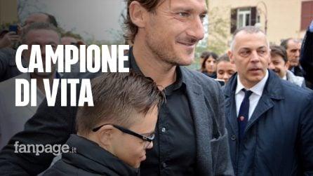 Il grande cuore di Totti: a sorpresa fa visita ai piccoli malati dell'ospedale Bambino Gesù di Roma