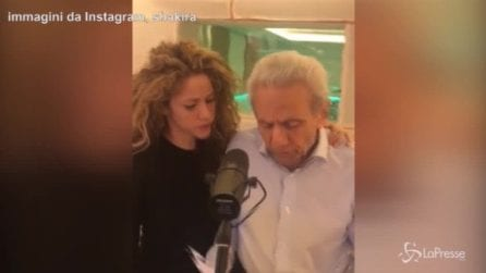 Meravigliosa Shakira, splendido duetto col papà 87enne