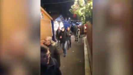 Strasburgo, passanti spaventati nel mercatino di Natale: la fuga dopo gli spari