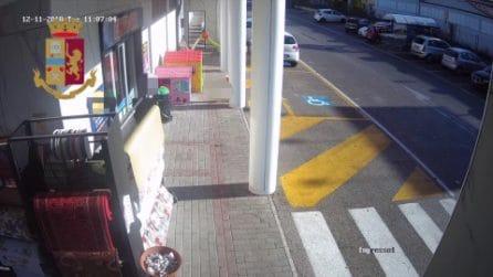 Benevento, bucano gomme ad automobilisti per derubarli: arrestati due napoletani