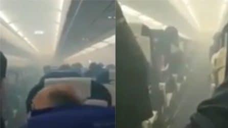Paura in volo, fumo in cabina a bordo dell'aereo: costretti ad un atterraggio d'emergenza