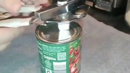 Il metodo giusto per aprire le lattine con l'apriscatole