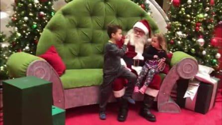 """""""Cosa vuoi per Natale?"""", il tenero incontro tra Babbo Natale e i bambini sordi"""
