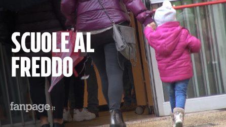 Bambini in classe con sciarpa e giaccone: in molte scuole di Roma si sta al freddo e al gelo