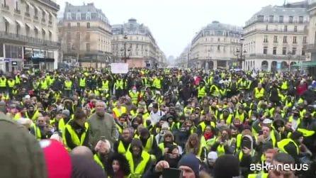 Gilet gialli in strada per il quinto sabato, tensioni in Francia