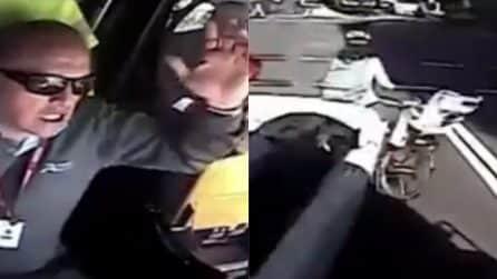 Non rispetta il semaforo rosso e provoca un terribile incidente