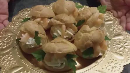 Bignè salati con formaggio cremoso e gamberetti: uno tira l'altro