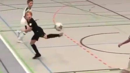La prodezza del bambino che ricorda Ibrahimovic: gol strepitoso