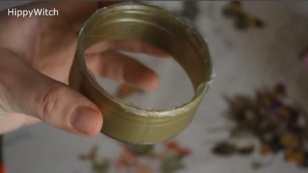 Come riutilizzare i tappi di plastica: l'oggetto natalizio vi sorprenderà