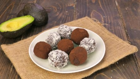 Coconut and avocado truffles: a low-calorie treat that has lots of flavor!