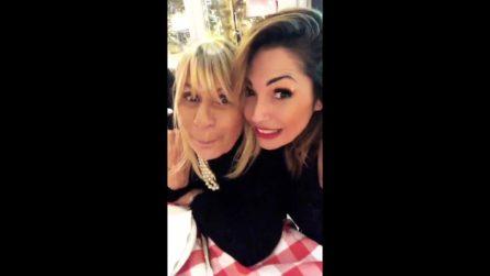 """Ida Platano e Gemma Galgani accantonano i problemi di cuore e se la ridono: """"Non abbiamo bevuto"""""""