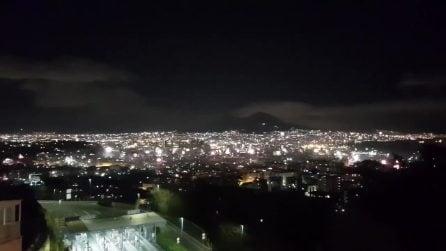 Capodanno 2019, a Napoli i fuochi d'artificio illuminano la città a mezzanotte