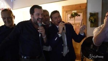 """Karaoke Salvini, il Ministro dell'Interno canta """"Vita Spericolata"""" di Vasco"""