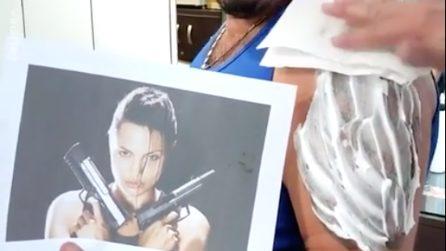 Vuole fare un tatuaggio di Tomb Raider: il risultato lascia molto a desiderare