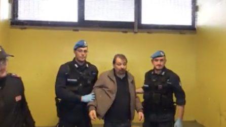 Cesare Battisti, la presa in consegna alla polizia penitenziaria