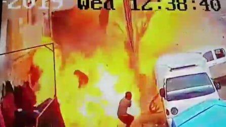 Bomba esplode in un ristorante, l'Isis rivendica: le immagini choc