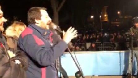 "Salvini urla ai contestatori: ""Tornate nei centri sociali a drogarvi"""