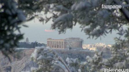 Anche Atene sotto la neve, il Partenone come una fiaba