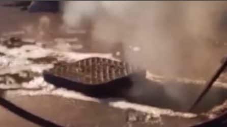 Roma, dai tombini esce fumo: i vigili del fuoco intervengono e scoprono cosa è successo