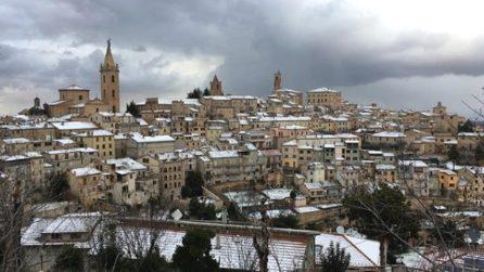 Un panorama da fiaba: uno dei borghi più belli d'Italia imbiancato dalla neve