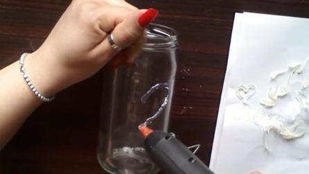 Come riutilizzare i barattoli di vetro: l'idea fai da te davvero originale