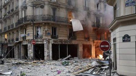 Parigi, violenta esplosione in un palazzo: le prime drammatiche immagini
