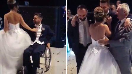 Vuole ballare a tutti i costi con la sua sposa: parte la musica e tutto diventa commovente