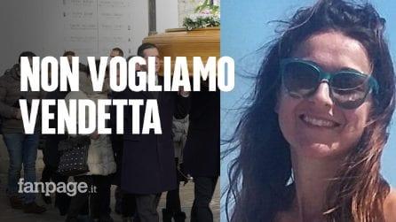 """Omicidio Stefania Crotti, paese in lutto ai funerali: """"Senza parole, ma non vogliamo vendetta"""""""